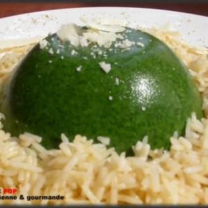 simple à préparer Dômes d'épinards frais sur lit de riz basmati cuisine végétarienne