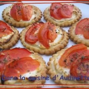 rapide Feuilletés aux tomates sur lit de chèvre recette