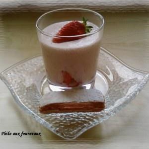 simple à cuisiner Mousse biscuitée à la fraise préparation