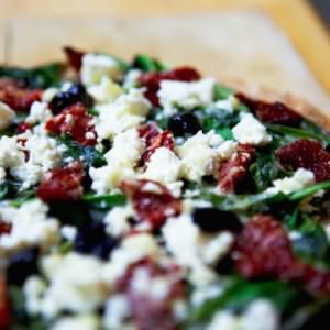 rapide Pizza verte aux tomates séchées et Feta préparer la recette