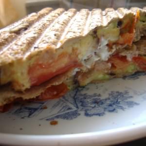 rapide Sandwich aux légumes et au chèvre frais. préparer la recette