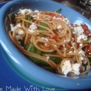 rapide Spaghettis aux poivrons, tomates et feta recette