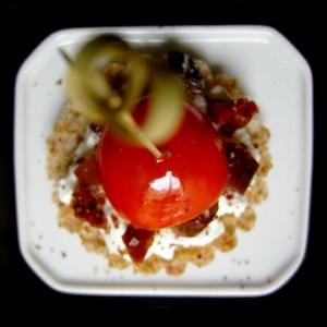 facile Tartine aux deux tomates, dattes et sumac recette