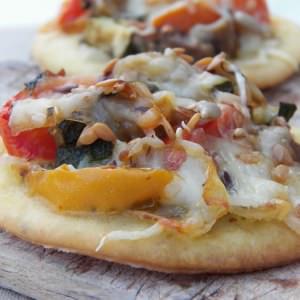 simple à préparer Mini pizza aux légumes grillés et pesto de pistaches préparation