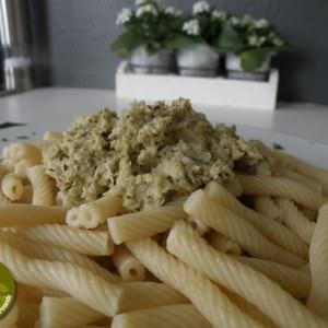 rapide à cuisiner Pesto d'artichauts sur macaroni torsadés préparation
