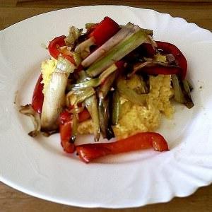 rapide à cuisiner Polenta et poireaux braisés au vinaigre balsamique préparation