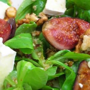 simple à préparer Salade de camembert, mâche et figues marinées sauce aux... recette végétarienne