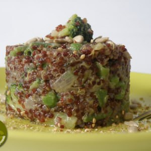 rapide à cuisiner Timbale de quinoa rouge crémeux aux légumes verts recette