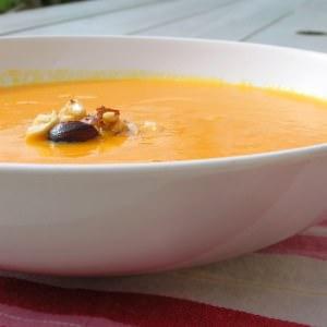 simple à cuisiner Velouté de potimarron aux amandes et noisettes grillées cuisine végétarienne