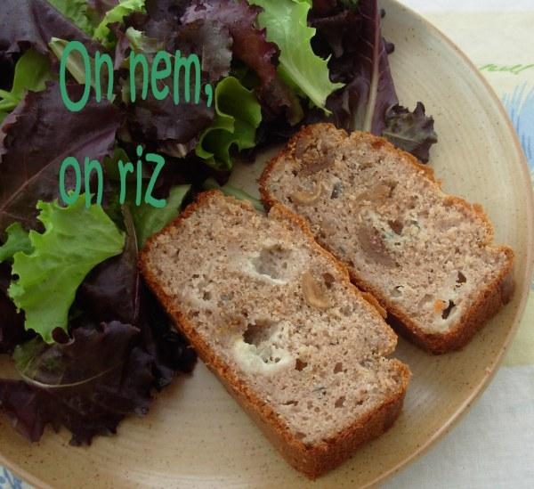 Cake à la farine de châtaigne, figues et roquefort
