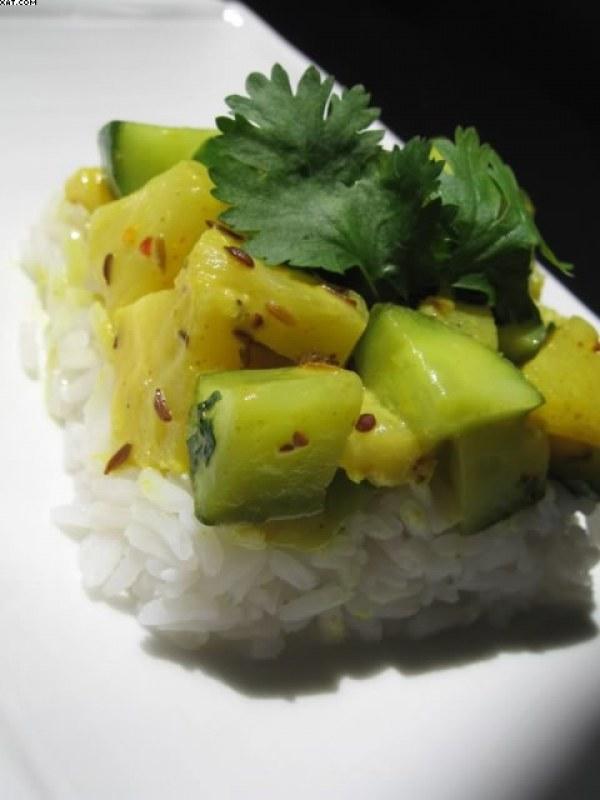 Poêlée de concombre à l'ananas sur riz thaï