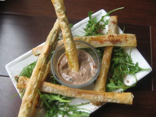 Dips croustillants d'asperges - sauce tofu à la tapenade