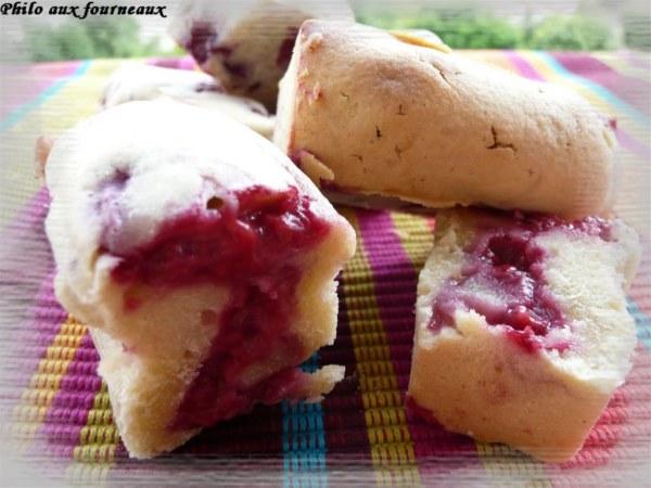 Mini cakes aux framboises et à la rose