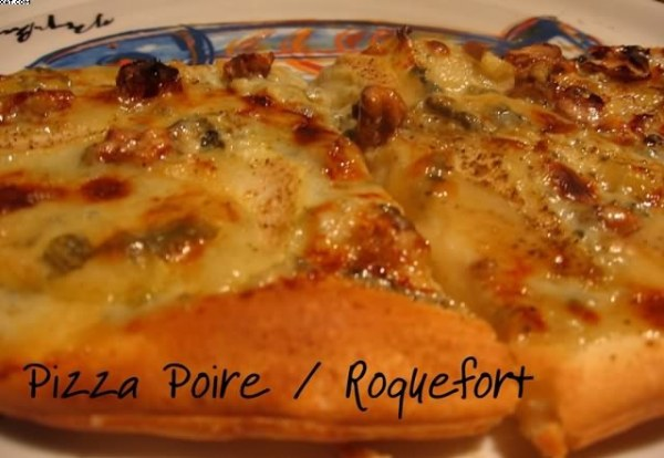 Pizza à la poire et au roquefort