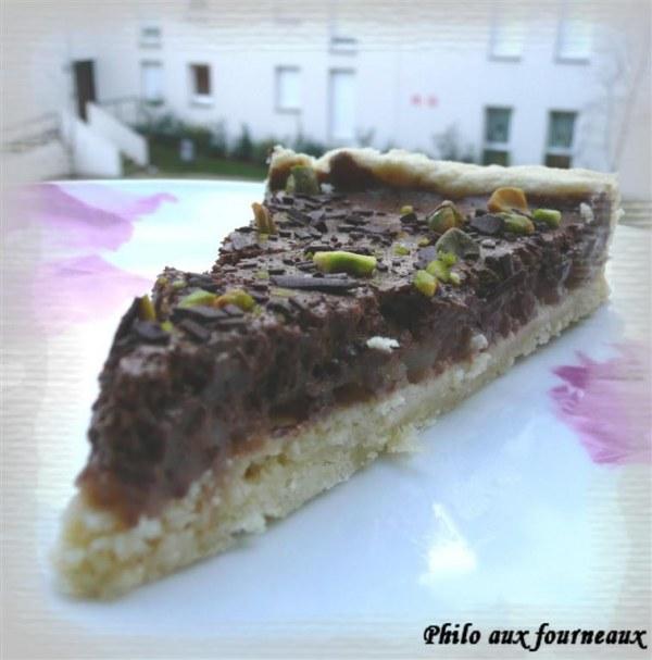 Tarte mousseuse au chocolat et poires poêlées au miel