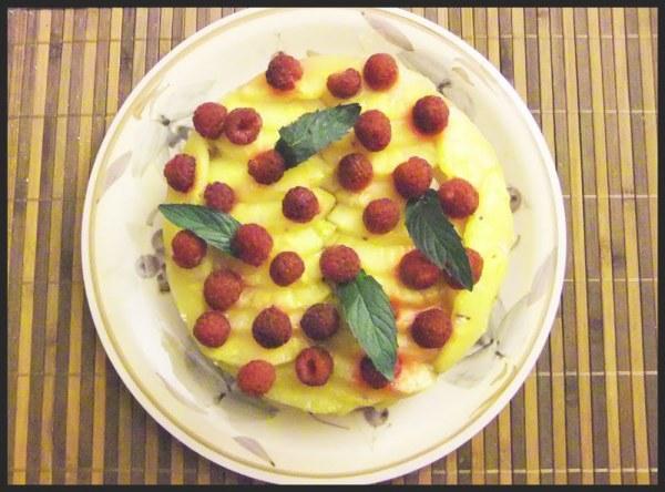 Tarte à l'ananas et aux framboises