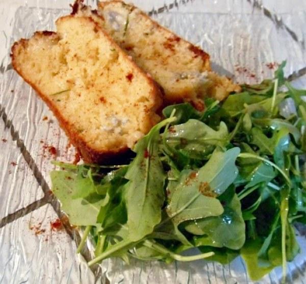 Cake au gorgonzola parfumé au miel et romarin