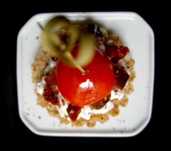 Tartine aux deux tomates, dattes et sumac