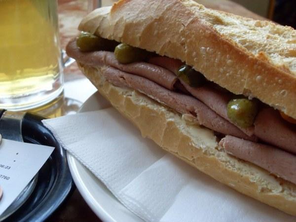 Sandwich jambon-beurre végétalien