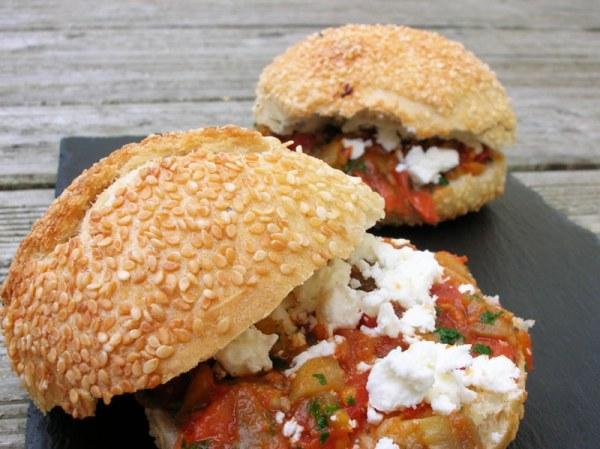 Hamburger végétarien tomates et feta
