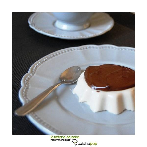 Panna cotta à la fève tonka et sa sauce chocolat