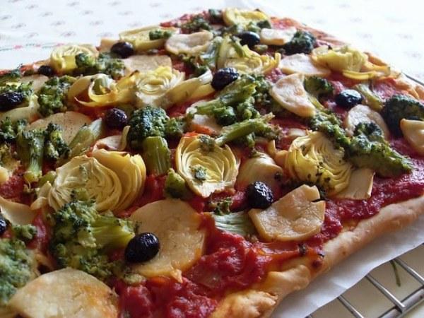 Pizza végétalienne brocolis et coeurs d'artichauts
