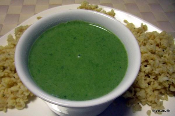 Soupe à la bourrache avec une touche de coriandre