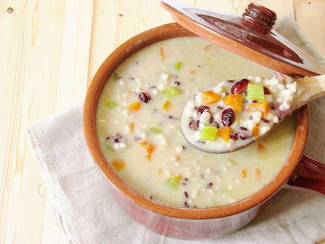 Soupe à l'orge perlée et riz nérone