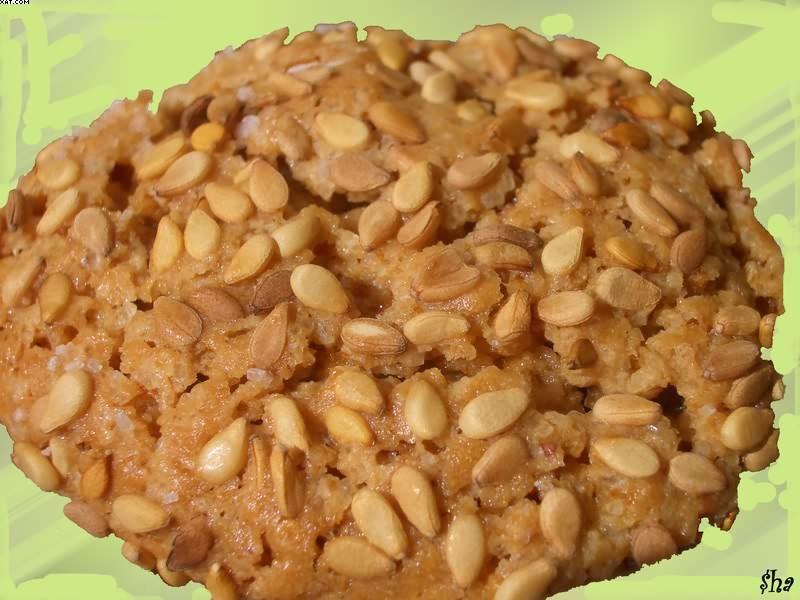 Biscuits à la figue dans un croquant de sésame blanc