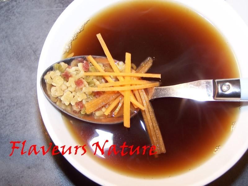 Bouillon miso aux petites pâtes et carotte