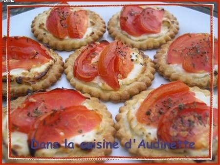 Feuilletés aux tomates sur lit de chèvre
