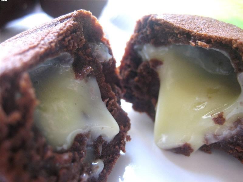 Petites bouchées au chocolat ébène, coeur coulant de ganache ivoire
