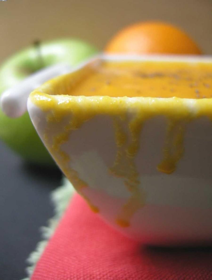 Soupe de carottes aux fruits et curry jaune