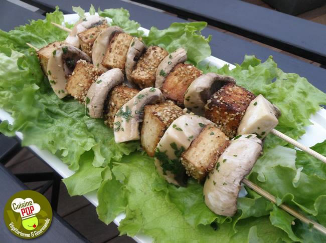 Brochettes de tofu au sésame et champignons