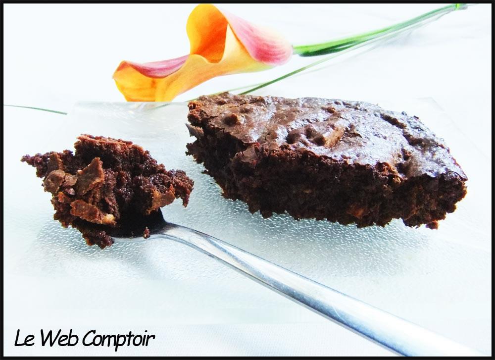 Brownie chocolat-amandes et fleur d'oranger