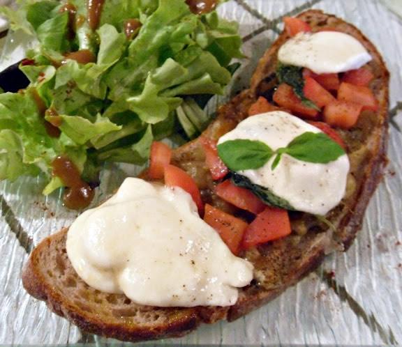 Bruschetta à l'aubergine grillée et stracchino