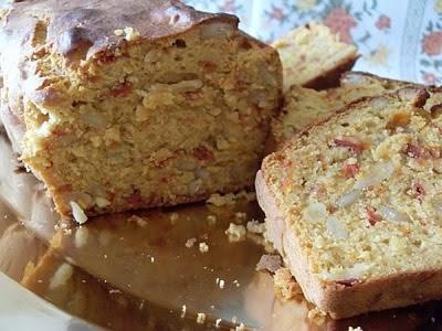 Cake aux tomates confites et pignons