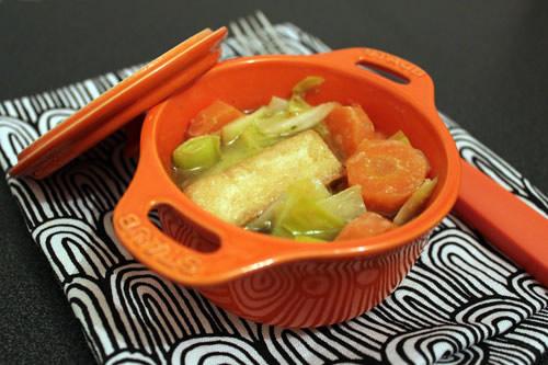 Cassolette de tofu aux légumes et au miso