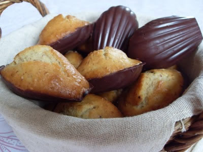 Madeleines à l'orange en coque de chocolat noir