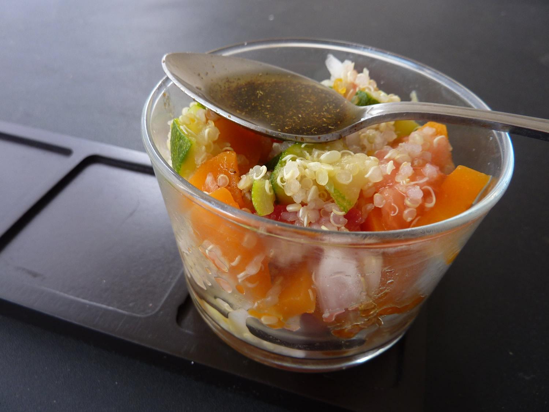 Salade de quinoa aux légumes croquants, vinaigrette au cumin