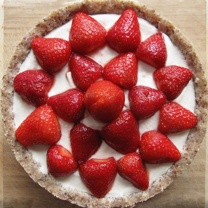 Tarte crue aux fraises et à la crème