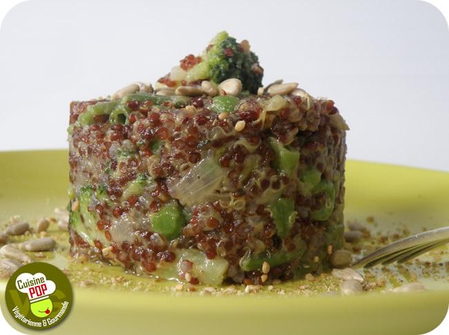 Timbale de quinoa rouge crémeux aux légumes verts