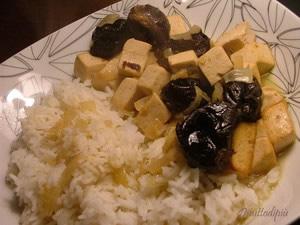 Tofu au vin blanc et aux pruneaux